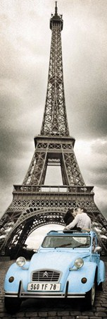 A kiss under the Eiffel Tower - Parisian Romance
