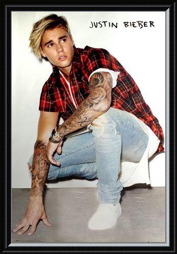 Framed Framed Crouching Down - Justin Bieber