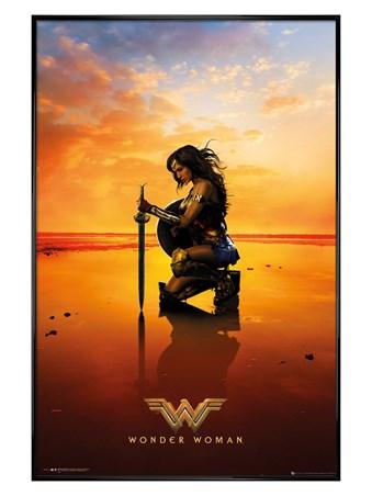 Gloss Black Framed Kneel - Wonder Woman