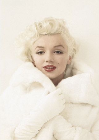 Marilyn Monroe wrapped in Mink - Marilyn Monroe