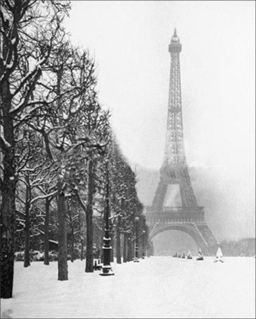 Eiffel Tower in Winter - Paris